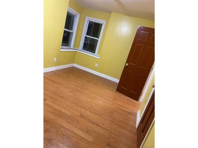 4 BR,  2.00 BTH  Apt in house style home in Jamaica