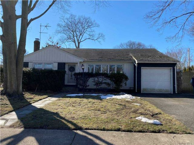 3 BR,  1.00 BTH Ranch style home in Wantagh