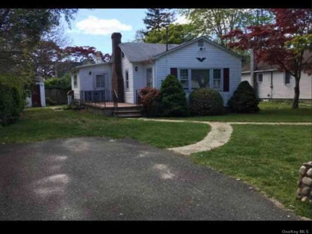 1 BR,  1.00 BTH Ranch style home in Mastic Beach