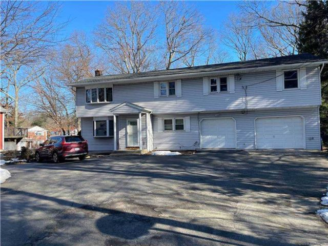 4 BR,  3.00 BTH  Colonial style home in Ronkonkoma