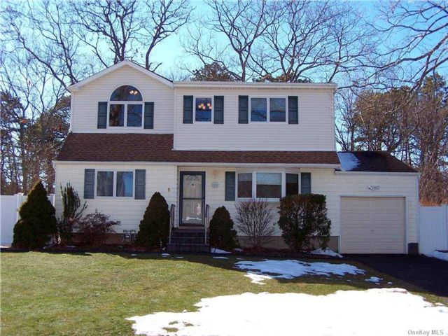 4 BR,  2.00 BTH Exp ranch style home in Sayville