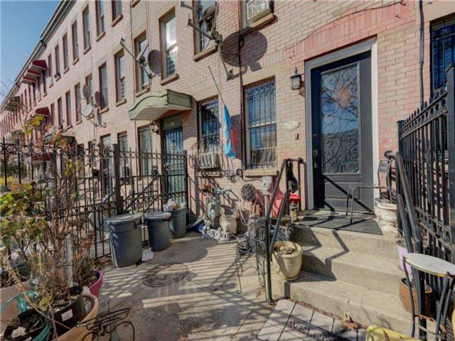 4 BR,  3.00 BTH Townhouse style home in Bed-stuy