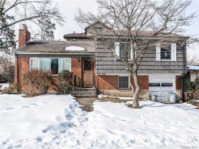 3 BR,  3.00 BTH Split level style home in Bayside