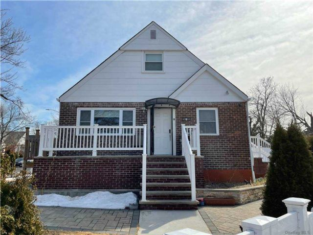 3 BR,  3.00 BTH Cape style home in Bayside