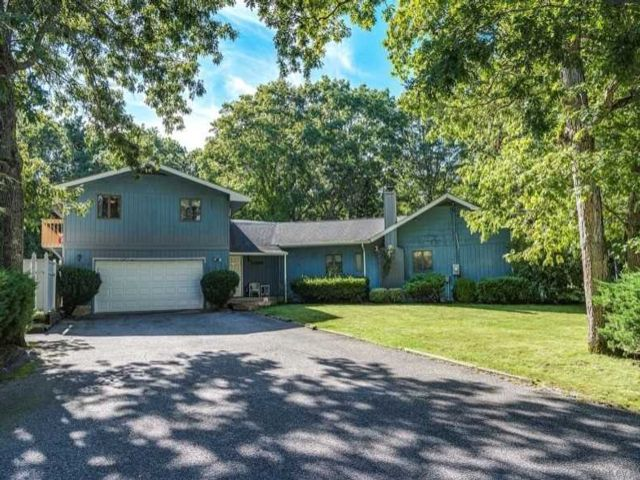 7 BR,  5.00 BTH  Exp ranch style home in East Quogue