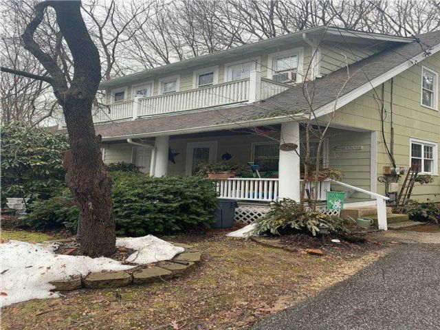 2 BR,  1.00 BTH  Colonial style home in Huntington