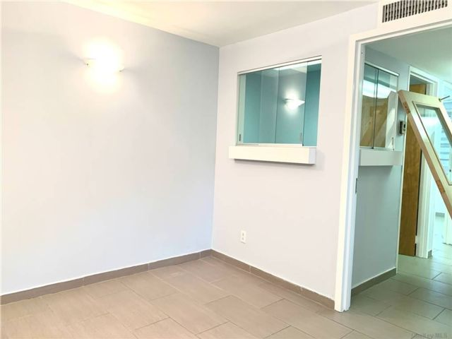 Studio,  0.00 BTH Commercial style home in Briarwood