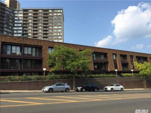 1 BR,  1.00 BTH Mid rise style home in Bayside