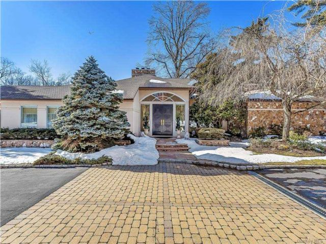 5 BR,  7.00 BTH Post modern style home in Old Westbury