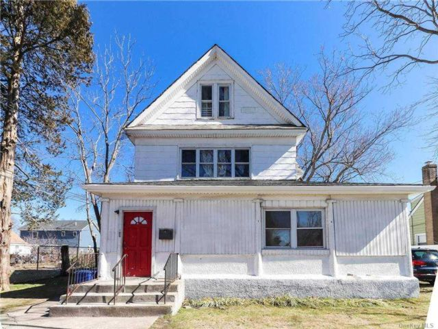 3 BR,  1.00 BTH Colonial style home in Roosevelt