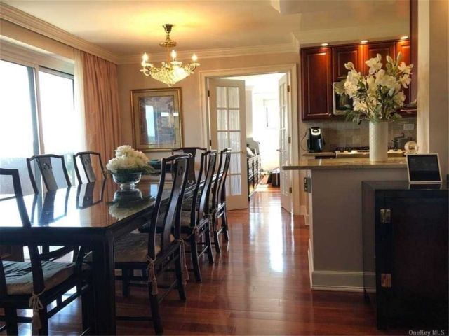 2 BR,  2.00 BTH High rise style home in Bayside