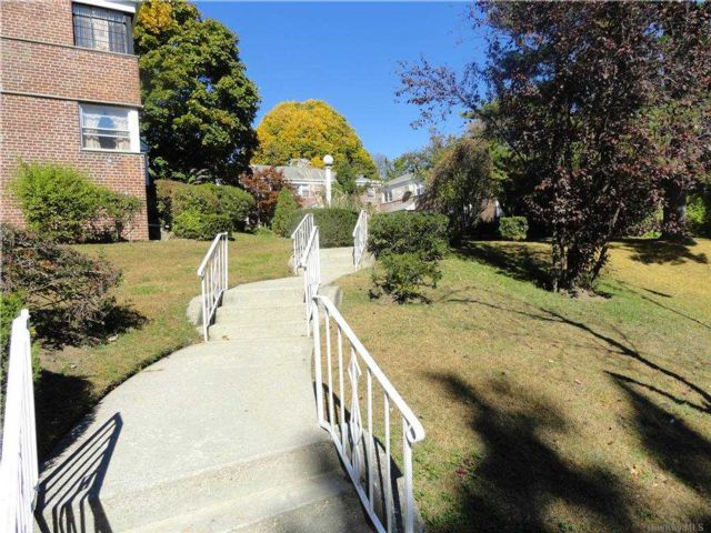 1 BR,  1.00 BTH Co-op style home in Holliswood