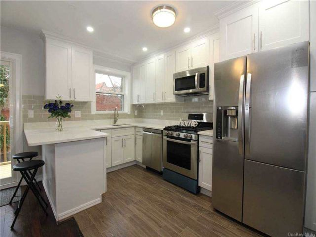 3 BR,  2.00 BTH 2 story style home in Bayside