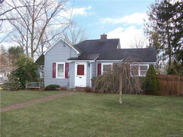 2 BR,  1.00 BTH Exp ranch style home in Greenlawn