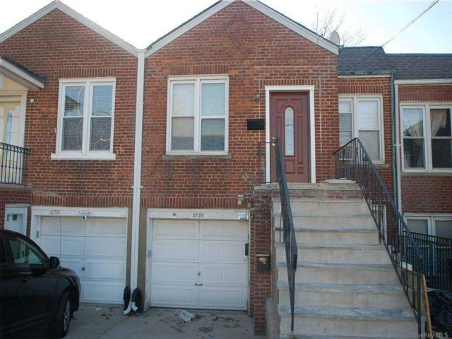 2 BR,  1.00 BTH  Duplex style home in Floral Park