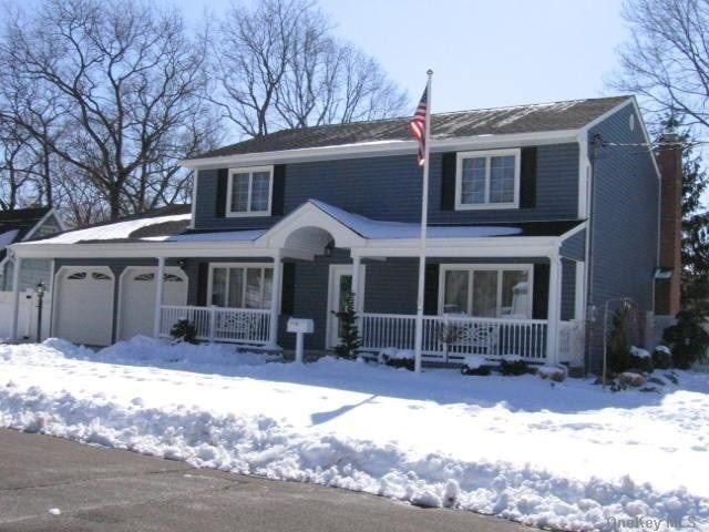 4 BR,  5.00 BTH  Colonial style home in Massapequa