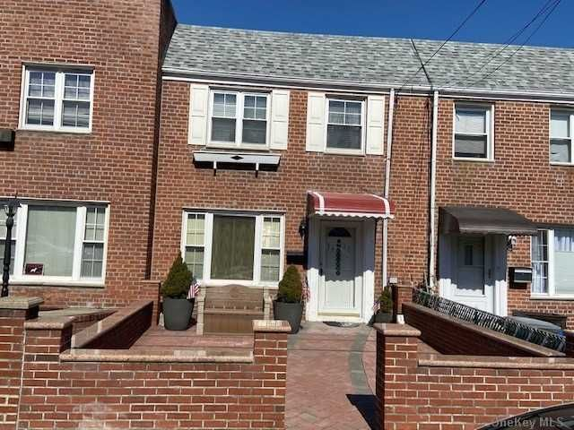 3 BR,  2.00 BTH  Colonial style home in Maspeth