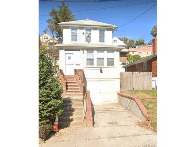 4 BR,  5.00 BTH  2 story style home in Holliswood