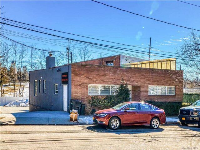 Studio,  0.00 BTH  Commercial style home in Port Washington