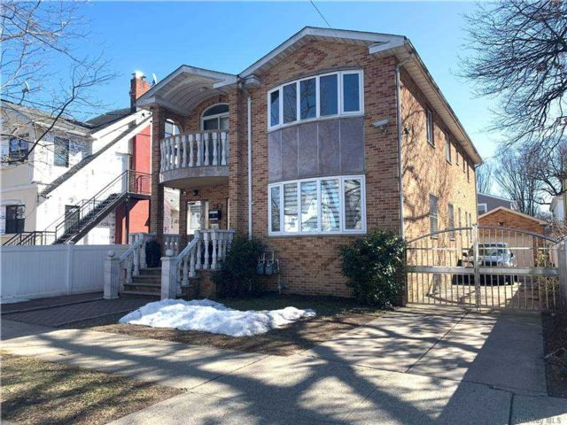 4 BR,  2.00 BTH  Contemporary style home in Fresh Meadows