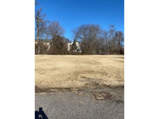 Lot <b>Size:</b> 116x94 Land style home in Copiague