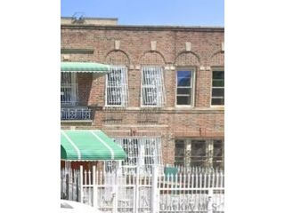 4 BR,  3.00 BTH 2 story style home in Crown Heights