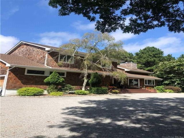 5 BR,  4.00 BTH Contemporary style home in East Quogue