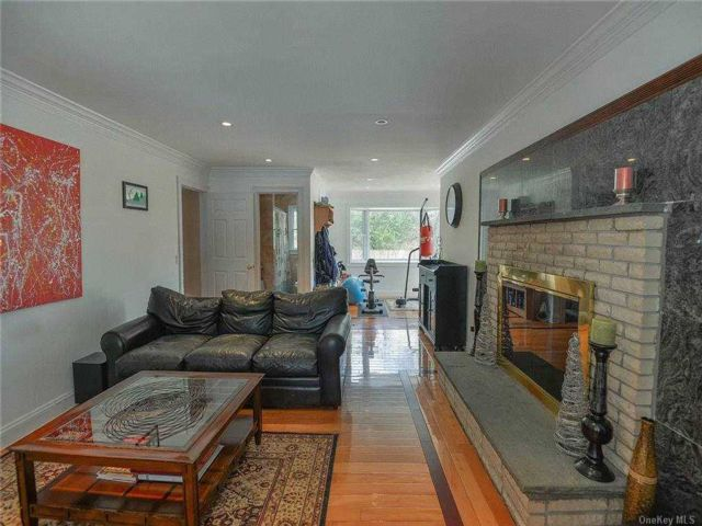 5 BR,  5.00 BTH Colonial style home in Darien