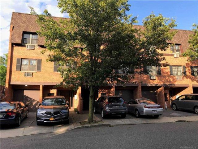 1 BR,  1.00 BTH Townhouse style home in Bayside