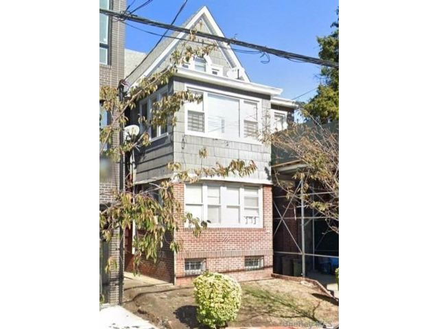 3 BR,  1.00 BTH Apt in house style home in East Flatbush
