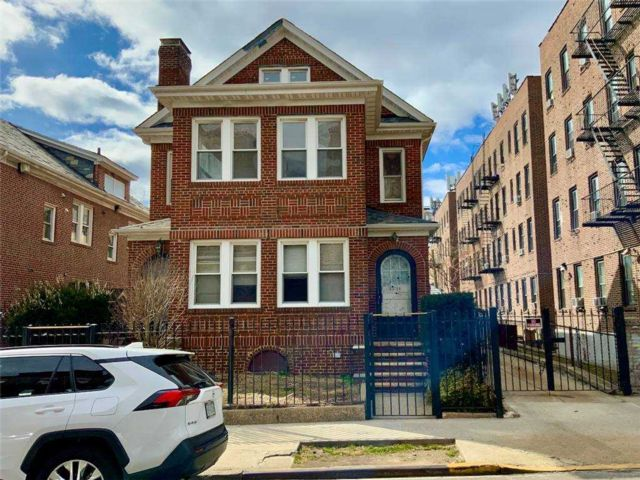 3 BR,  2.00 BTH  Apt in house style home in Jackson Heights