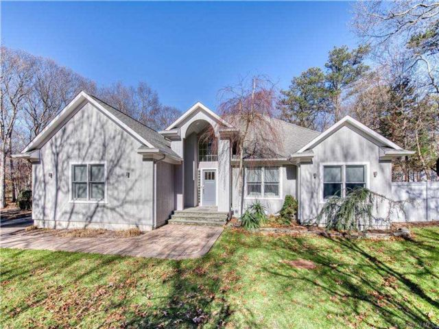 3 BR,  3.00 BTH  Contemporary style home in Hampton Bays