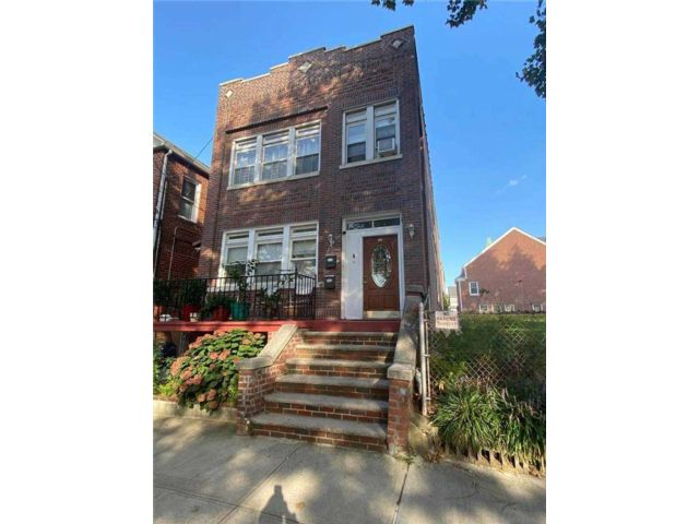 5 BR,  2.00 BTH 2 story style home in Pilgrim