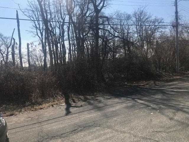 Lot <b>Size:</b> 100 x 125 Land style home in Shirley