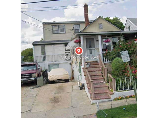 5 BR,  3.00 BTH Colonial style home in Port Washington