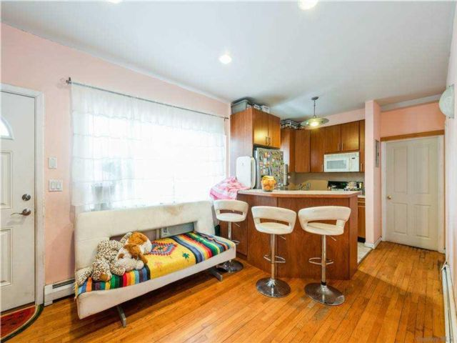 2 BR,  2.00 BTH  Garden apartmen style home in Brighton Beach