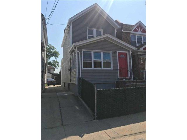 3 BR,  2.00 BTH 2 story style home in Richmond Hill