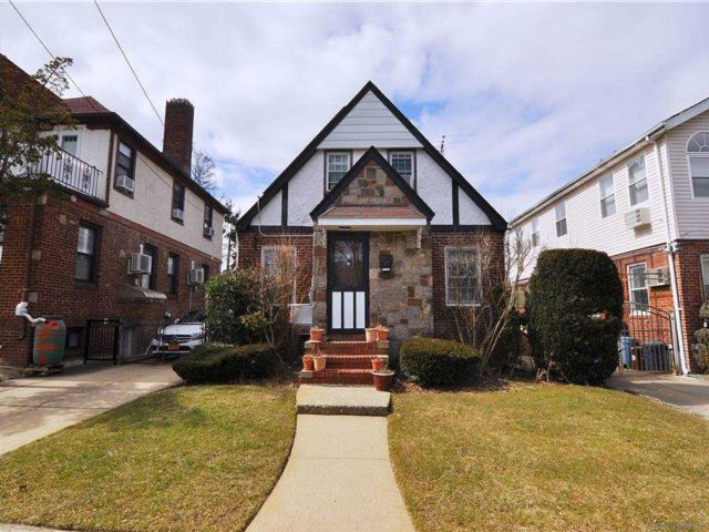 3 BR,  2.00 BTH Cape style home in Fresh Meadows
