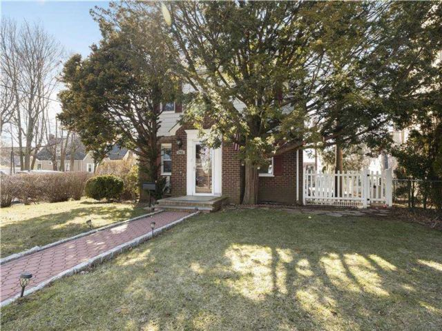 4 BR,  3.00 BTH Colonial style home in New Hyde Park