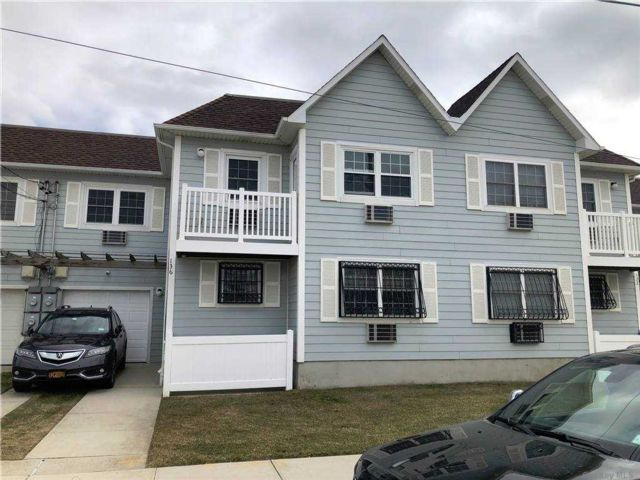 2 BR,  1.00 BTH  Townhouse style home in Arverne