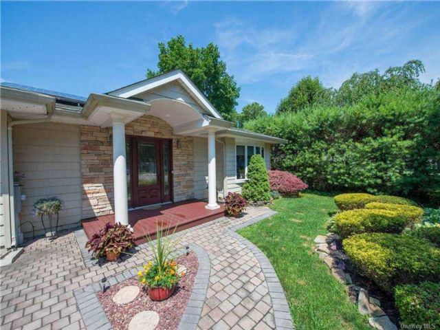 3 BR,  2.00 BTH Exp ranch style home in Mt. Sinai