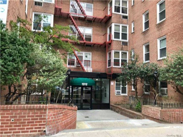 Studio,  1.00 BTH High rise style home in Flushing