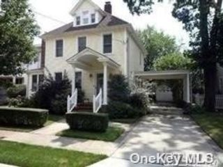 2 BR,  1.00 BTH 2 story style home in Lynbrook