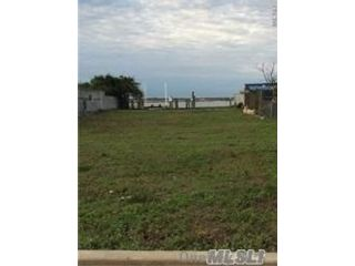 Lot <b>Size:</b> 40x145 Land style home in Long Beach