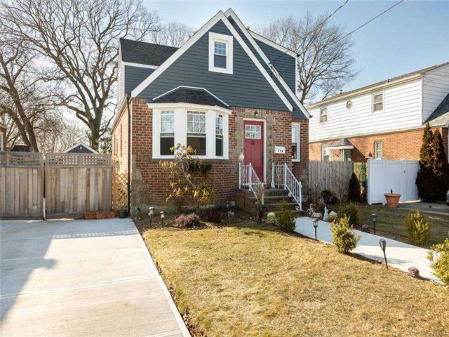 3 BR,  2.00 BTH  Cape style home in Franklin Square
