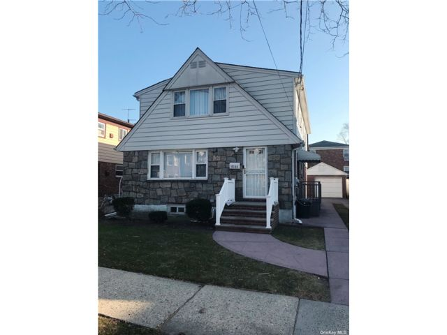 3 BR,  1.00 BTH Apt in house style home in Whitestone