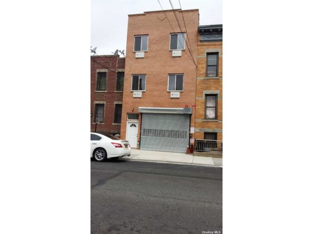 6 BR,  5.00 BTH  Store+dwell style home in Ridgewood
