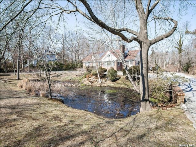 5 BR,  2.00 BTH  Exp cape style home in Amityville