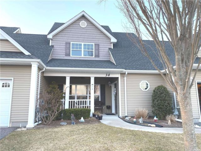 2 BR,  3.00 BTH Townhouse style home in Riverhead