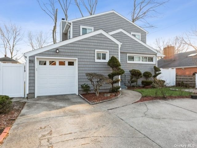 6 BR,  3.00 BTH Colonial style home in Massapequa Park
